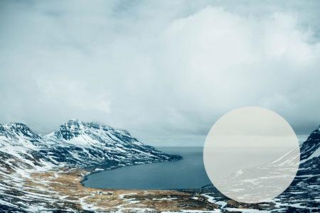 Blick auf einen Fjord in den Westfjorden Islands - Island im November